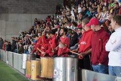 Jubilant de voetbalventilators die van Andorra overwinning vieren in Estadi Nacional Andorra 1 - 0 Hongerige Bepalende woordenwer stock foto