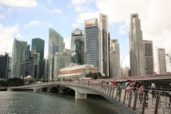Jubilee Bridge nad Financial district in Singapore Stock Image