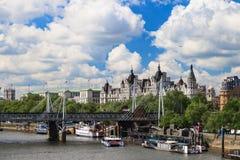 Jubileumbro, stor BenJubilee bro, Big Ben och Westminster abbotskloster i London, Förenade kungariket Royaltyfria Bilder