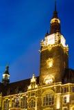 Jubileumfontein voor het stadhuis in Wuppertal-Elberfeld dichtbij Nacht duitsland royalty-vrije stock afbeelding
