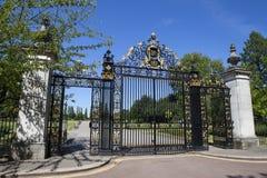 Jubileumportar på regenter parkerar i London Royaltyfri Foto