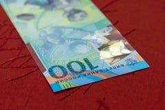 Jubileums- 100 rubel sedlar för den FIFA världscupen 2018 Arkivfoto