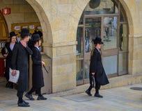 Judíos ortodoxos jovenes Foto de archivo libre de regalías
