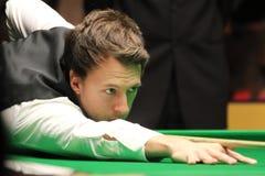 """Judd Trump van het UK in actie tijdens de toernooien""""victoria Bulgarije open† van de Wereldsnooker nov., 2012 in van Sofia,  Royalty-vrije Stock Foto"""