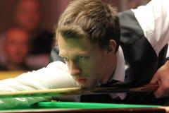 """Judd Trump van het UK in actie tijdens de toernooien""""victoria Bulgarije open† van de Wereldsnooker nov., 2012 in van Sofia,  Royalty-vrije Stock Afbeelding"""