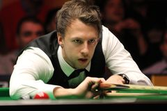 """Judd Trump van het UK in actie tijdens de toernooien""""victoria Bulgarije open† van de Wereldsnooker nov., 2012 in van Sofia,  Stock Afbeelding"""