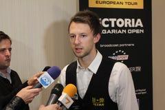 """Judd Trump van het UK in actie tijdens de toernooien""""victoria Bulgarije open† van de Wereldsnooker nov., 2012 in van Sofia,  Stock Foto"""