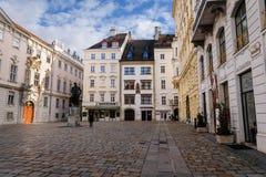 Judenplatz met de Bouw van Voorgevels bij Kerstmis royalty-vrije stock foto's