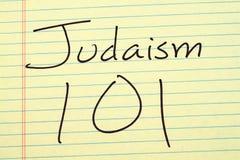 Judentum 101 auf einem gelben Kanzleibogenblock Stockbild