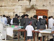 Judeus na parede ocidental, na parede lamentando ou no Kotel, Jerusalém, Israel Imagem de Stock