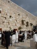 Judeus na parede ocidental, na parede lamentando ou no Kotel, Jerusalém, Israel Foto de Stock Royalty Free