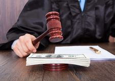 Judge hitting mallet on banknotes Royalty Free Stock Photography
