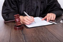 Judge holding mallet Royalty Free Stock Photography