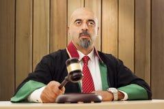 Judge knocking gavel Royalty Free Stock Photos