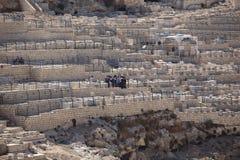 Judisk begravning på den Mount of Olives kyrkogården Royaltyfria Foton