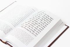 Judisk bok på en vit bakgrund, psalmer av David, närbild arkivbilder
