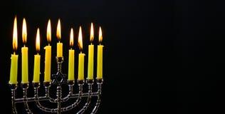 Judisk feriehannukah med traditionella menoror Arkivfoton