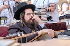 Judisk man på den västra väggen Royaltyfria Bilder