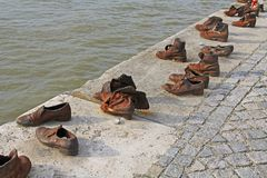 Judisk skokrigminnesmärke på Danubet River Royaltyfri Fotografi