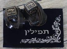 Judiska objekt för religion på träig bakgrund arkivbilder