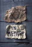 Judiskt emblem och text i minne i stycke av papper arkivfoto