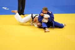 Judoactie - voorleggingstechniek Stock Afbeeldingen