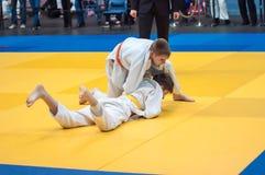 Judocompetities onder jongens Royalty-vrije Stock Foto's