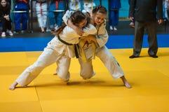 Judokonkurrenser bland flickor, Orenburg, Ryssland Royaltyfri Fotografi