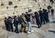 Judíos ortodoxos en Jerusalén Imagen de archivo libre de regalías