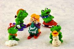 Juega la diversión de los deportes de la diversión del invierno del ` s de los niños imagen de archivo libre de regalías