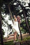 Juego adolescente de la muchacha en parque Fotos de archivo libres de regalías