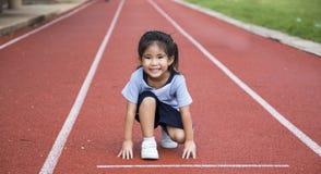 Juego al aire libre del runng asiático de la muchacha Imagen de archivo