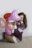 Muchacha con el baloon del corazón Imagen de archivo