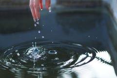 Juego con agua Fotos de archivo libres de regalías