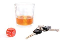 Juego con claves del whisky y del coche Imagen de archivo libre de regalías