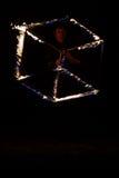 Juego con el cuboid ardiendo Imagenes de archivo