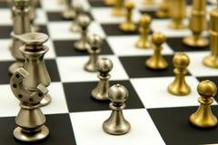 Juego de ajedrez - empeños en las filas, alineadas Fotografía de archivo libre de regalías