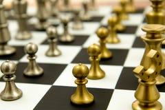 Juego de ajedrez - empeños en las filas, alineadas Fotos de archivo