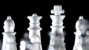 Juego de ajedrez hecho del vidrio almacen de metraje de vídeo