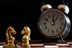 Juego de ajedrez Partido que lucha de caballeros Concepto competitivo del negocio foto de archivo libre de regalías