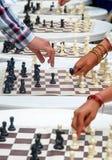 Juego de ajedrez simultáneo Foto de archivo libre de regalías