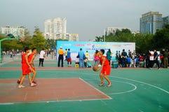 Juego de baloncesto de la escuela secundaria Imagen de archivo