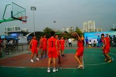 Juego de baloncesto de la escuela secundaria Foto de archivo