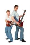 Juego de dos hombres jovenes en las guitarras Imágenes de archivo libres de regalías