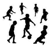 Juego de fútbol de los muchachos Imagenes de archivo