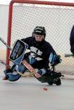 Juego de hockey del rodillo de la juventud Fotos de archivo