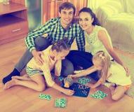 Juego de la familia en el juego de la loteria Imagen de archivo
