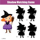 Juego a juego de la sombra Embroma actividad con la muchacha en traje de la bruja Un Web de araña grande antes de una luna brilla Fotos de archivo