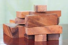 Juego de la torre del bloque de madera para los niños Fotografía de archivo