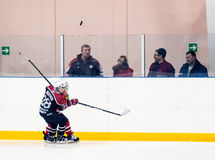 Juego de los equipos del hielo-hockey de los niños Fotos de archivo libres de regalías